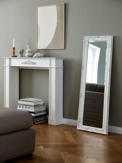 witte spiegel met houten lijsten