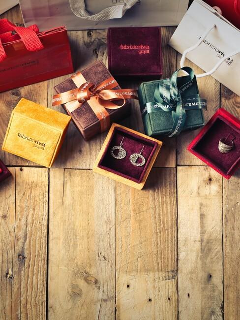 cadeau's op houten vloer