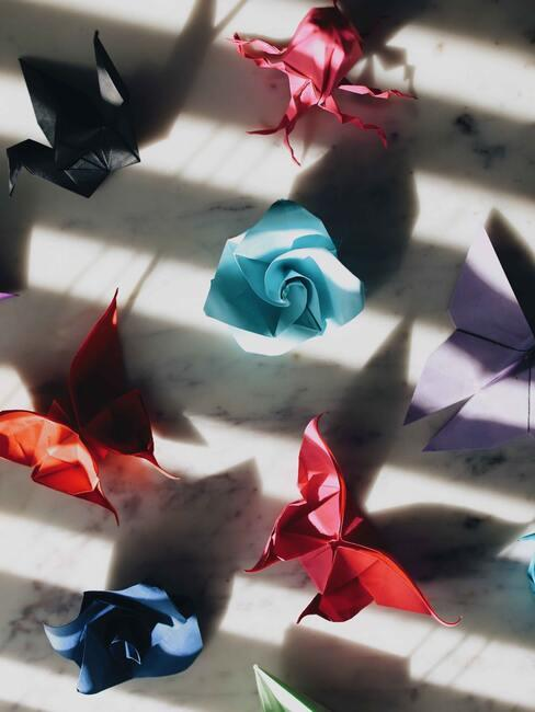 gekleurde bloemen van papier