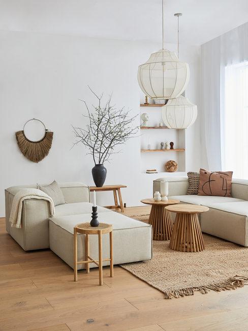 Beige lennon sofa in een boho woonkamer