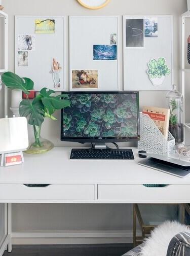wit bureau met laatjes