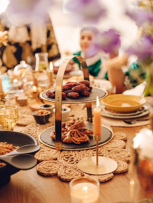 gedekte tafel met marrokaans servies