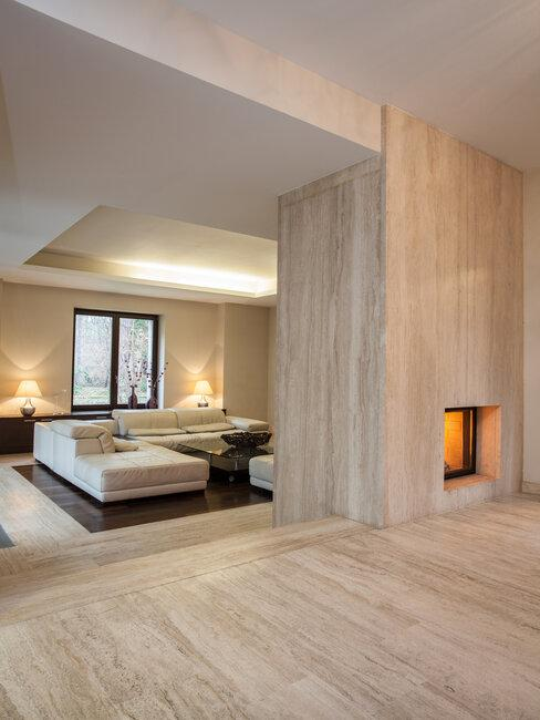 travertin tegels in woonkamer