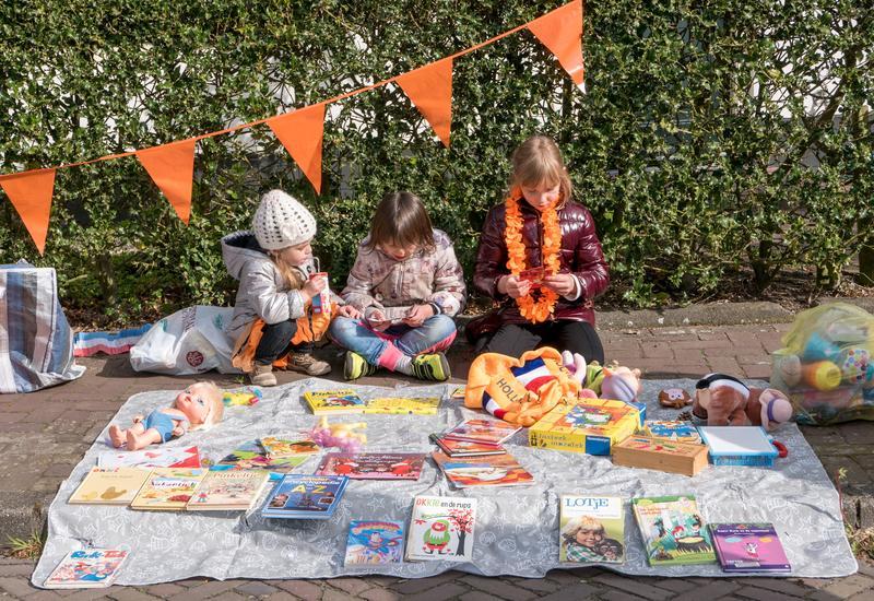 kinderen met een marktkraam