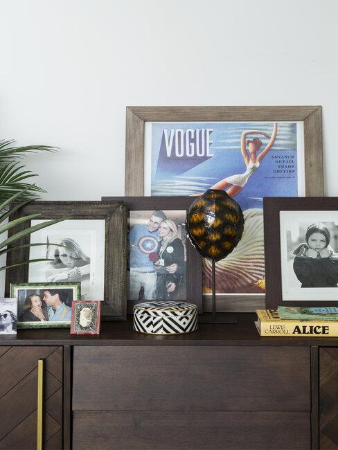 fotolijstjes op bureau