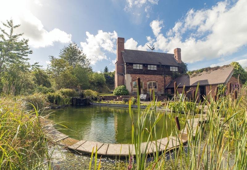 huis met ronde zwemvijver