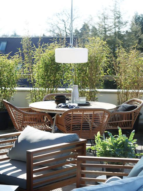 houten tuinsets op balkon
