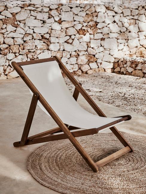 houten stoel met wit middenstuk
