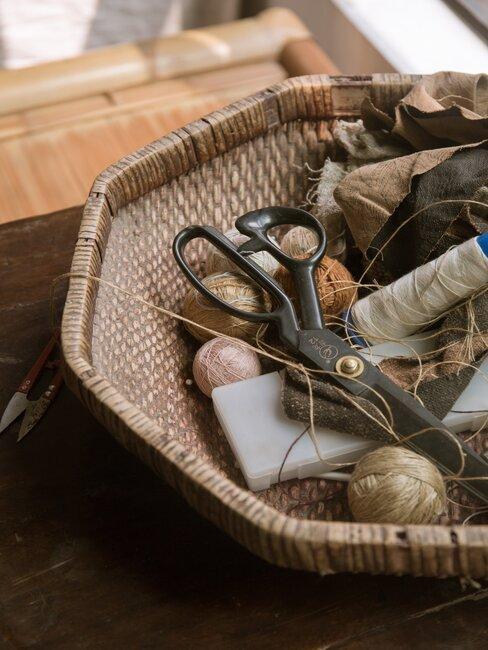 spullen om te punniken in een mand