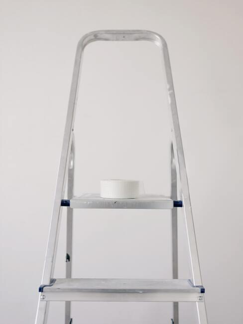 ladder met tape