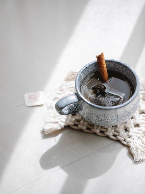 kop thee met anijs
