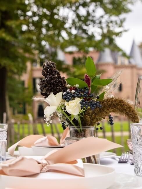 Trouwen in Kasteel Keukenhof: tafeldecoratie voor bruiloft