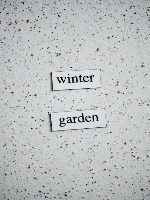 witte bordjes met winter garden
