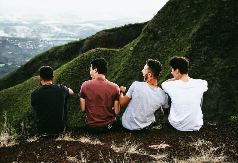 4 manen op een berg