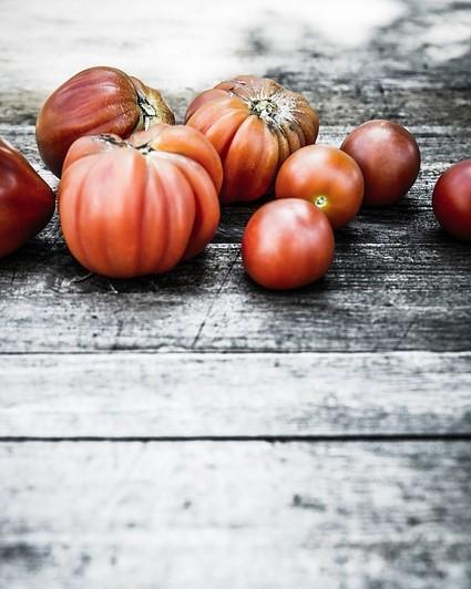 verschillende soorten tomaten op een tafel