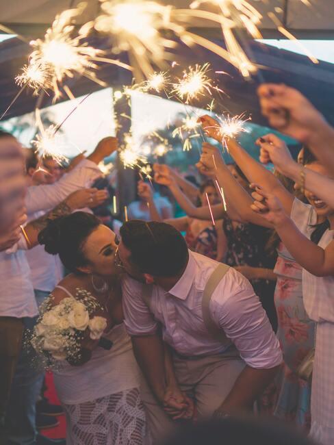 bruidspaar op bruidsfeest