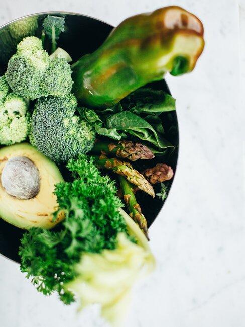kom met verschillende groenten