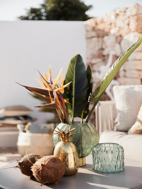 groene en gouden vazen