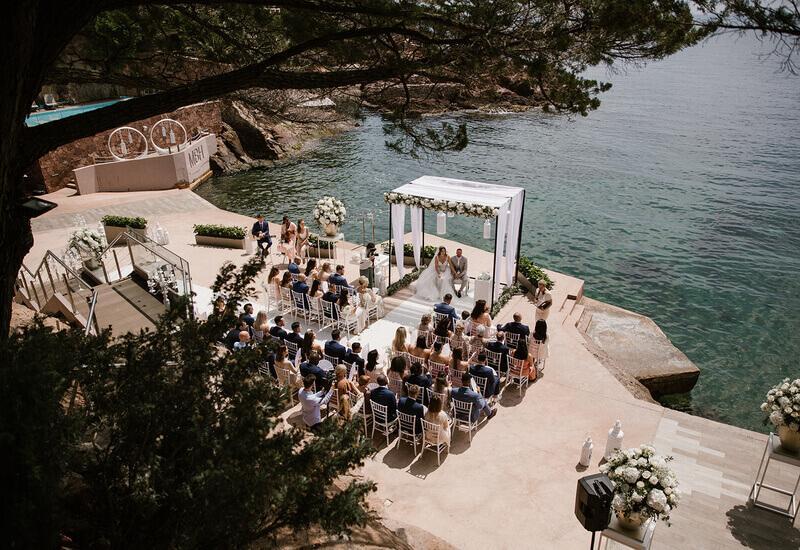 Ceremonie aan zee