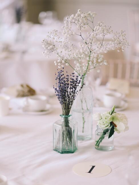 glazen vaas met lavendel