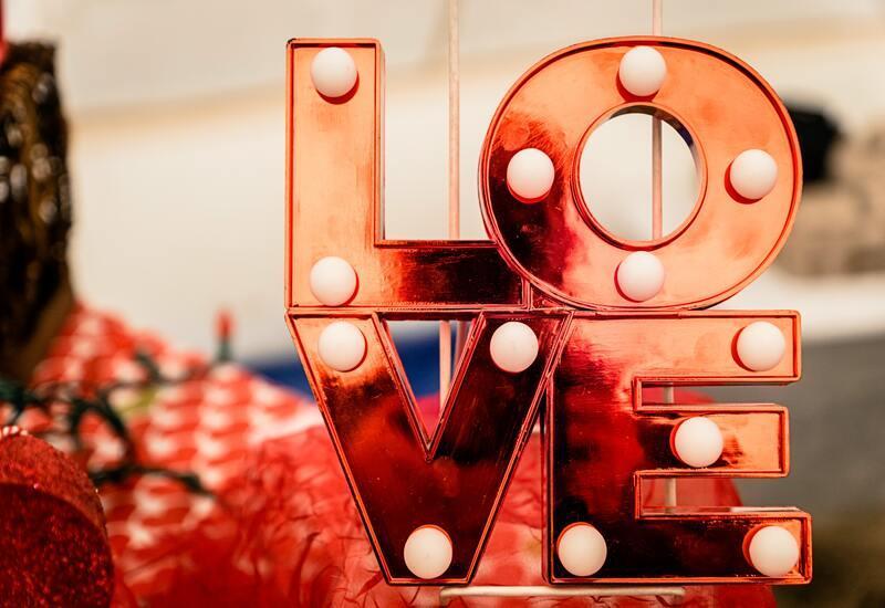 rood love logo