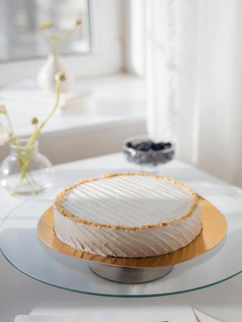 witte taart met gouden randen