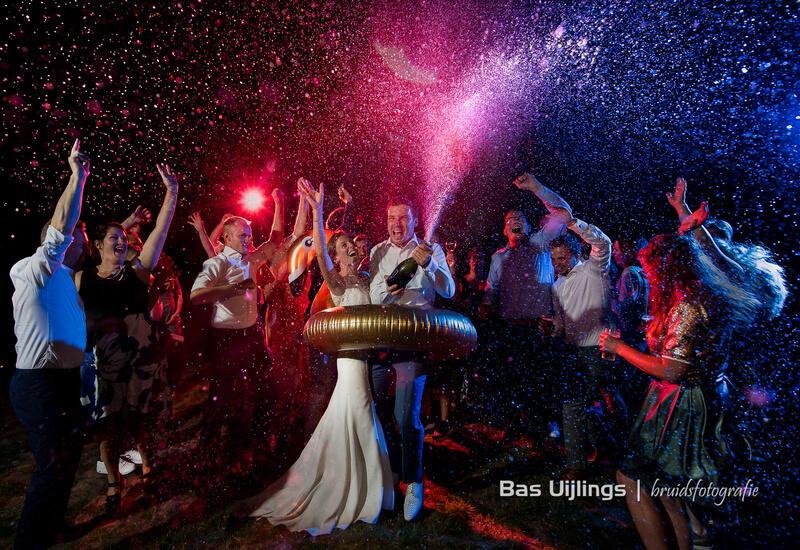 bruidspaar aan het feesten