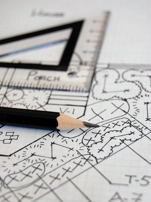tuinontwerp maken: geodriehoek en potlood