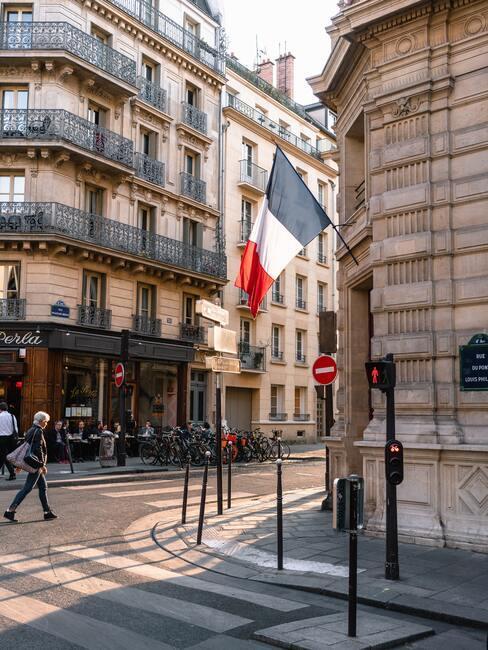 Parijs met een franse vlag