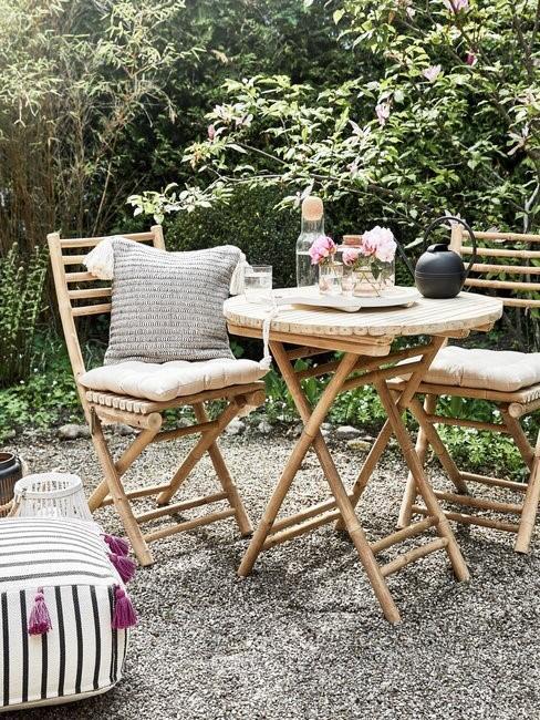 tuinset met tafel en twee stoelen