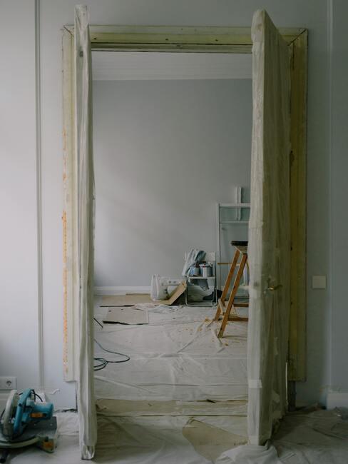deur afplakken met tape