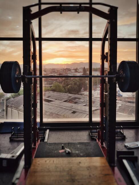 een gym met uitzicht