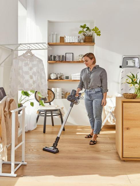 huis opruimen en stofzuigen