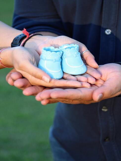 blauwe babyschoenen