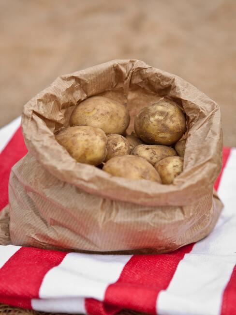 aardappels in papieren zak