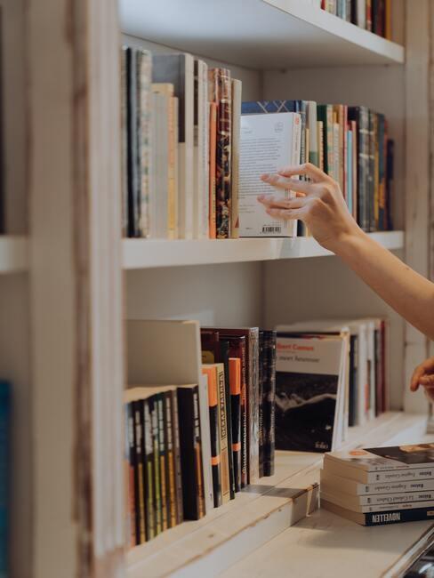boekenkast met boeken