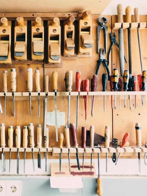 gereedschap opbergen aan de muur