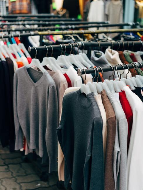 rekken met kleding