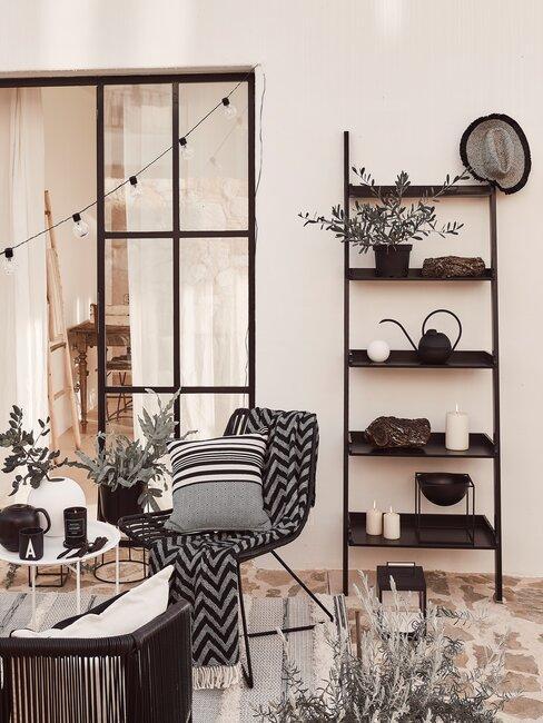 aanbouw met decoratie ladder