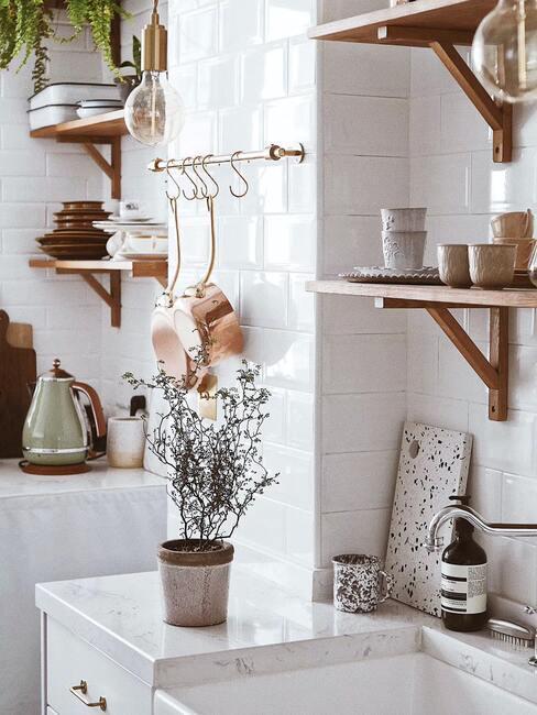 witte tegels in keuken