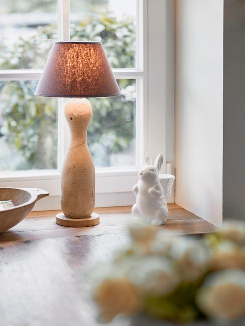 beige lamp met bruine kap