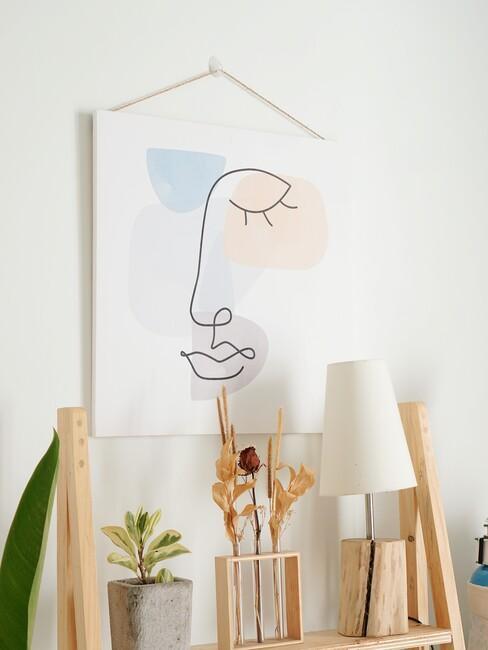 houten kast met wit schilderij