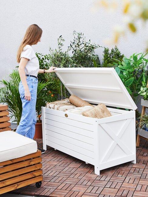 tuinkussens opbergen in box