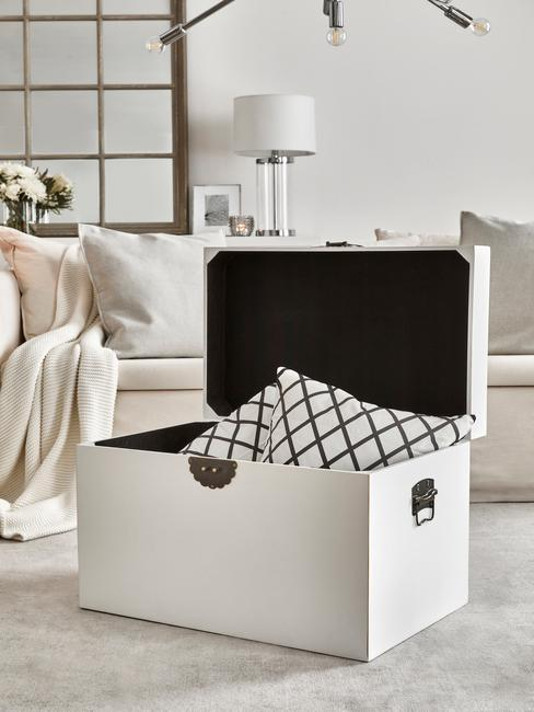 witte kist voor het opruimen en opbergen