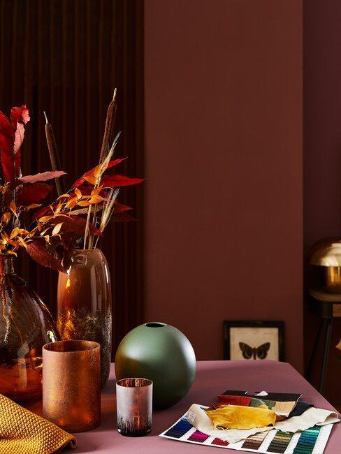 herfstbloemen op tafel