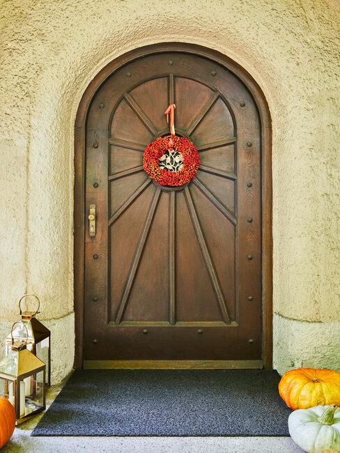 herfstkrans op voordeur