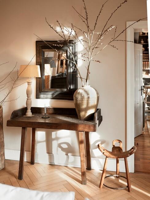 houten dressoir en spiegel