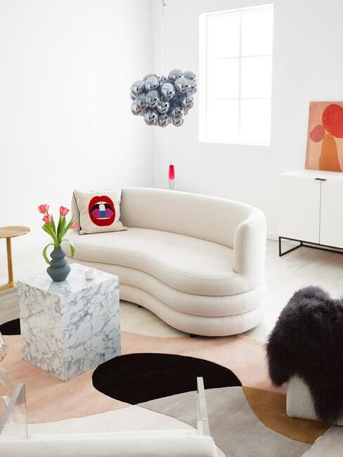 beige ronde sofa