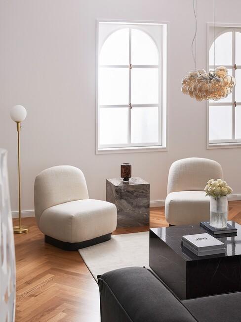 woonkamer met neotenic design stoelen