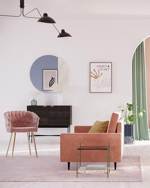 woonkamer met roze stoel